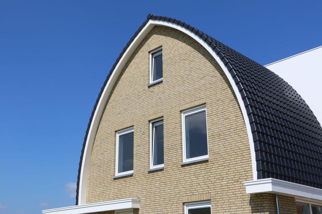 windveer en dakgoot voorzijde woning