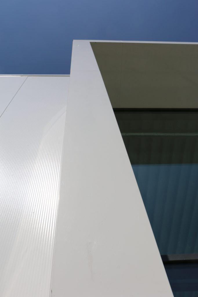 zijkant aluminium overstek