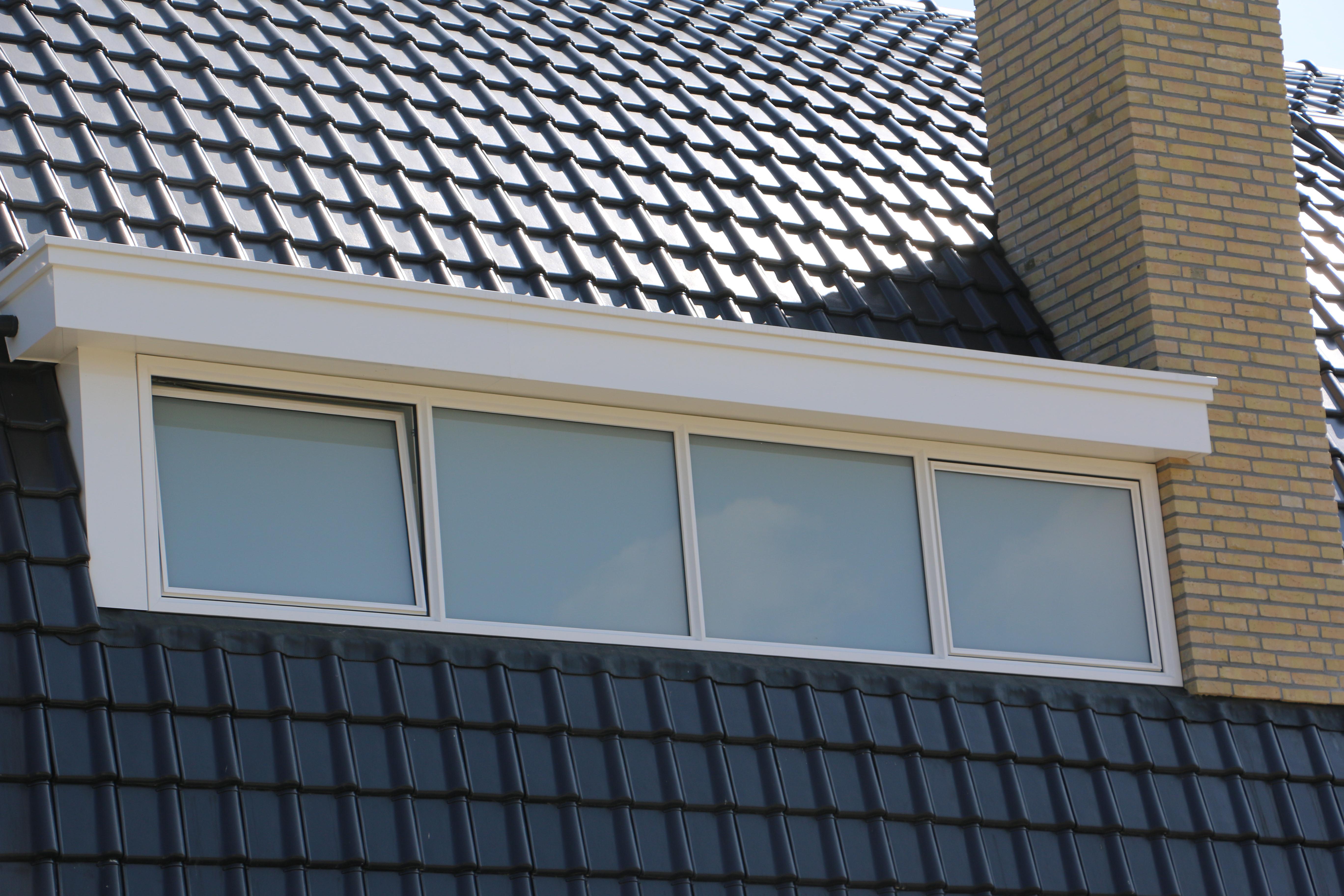 Op Maat Gemaakte : Op maat gemaakte dakgoot aan dakkapel raintec
